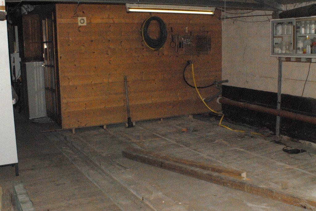Neuer Raum 050415 Holzboden entfernen_1