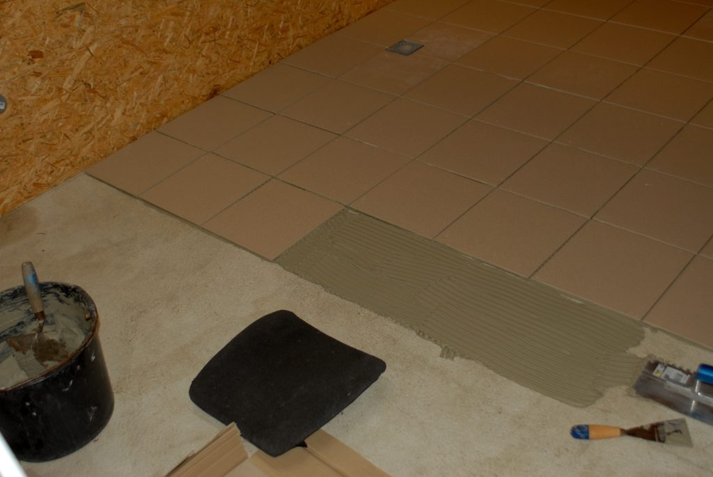 Neuer Raum 060815 Fliesen legen