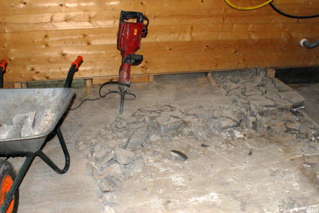 Neuer Raum 070415 Betonboden entfernen_1