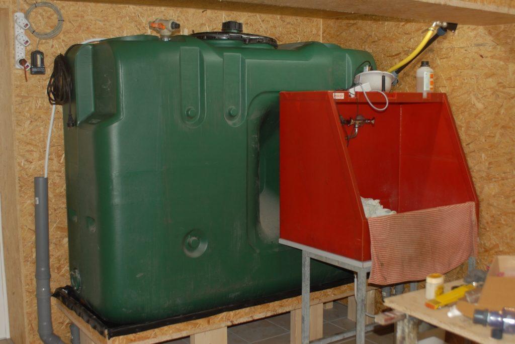 Neuer Raum 140815 Waschbecken vor Tank