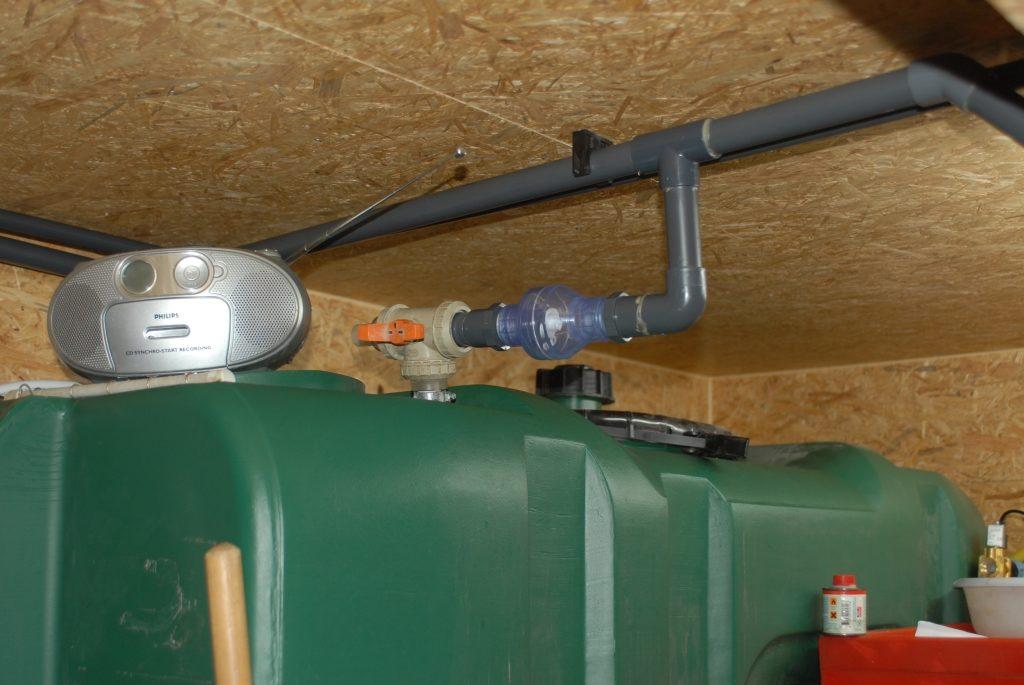 Neuer Raum 300815 Tank und Abgang Wasserversorgung